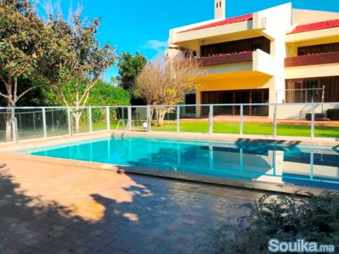 Très jolie villa darchitecte piscine à Souissi