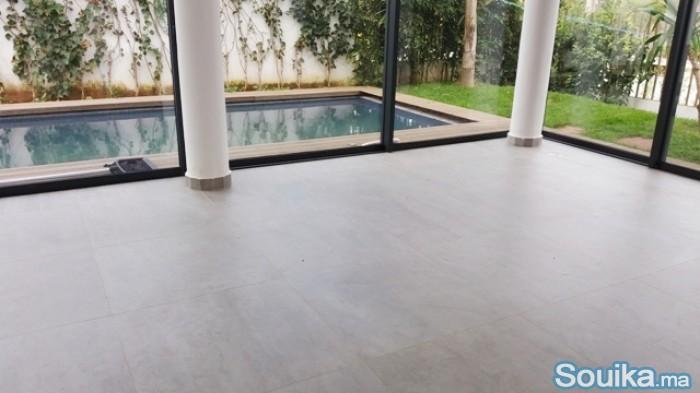 A louer villa de standing avec piscine à Hassan
