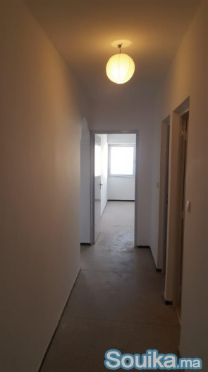 location appartement vide situé au centre ville ta
