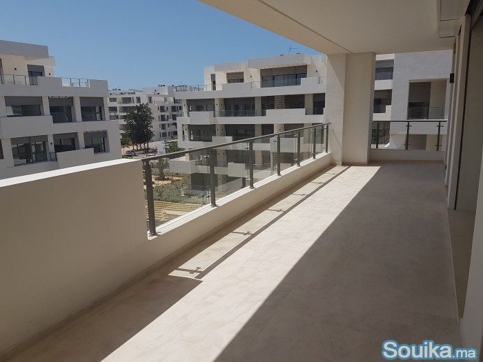 Location Apt 3 pièces neuf 164 m - Quartier LOra