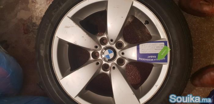 a vendre 4 jantes alliage BMW avec pneus occasion